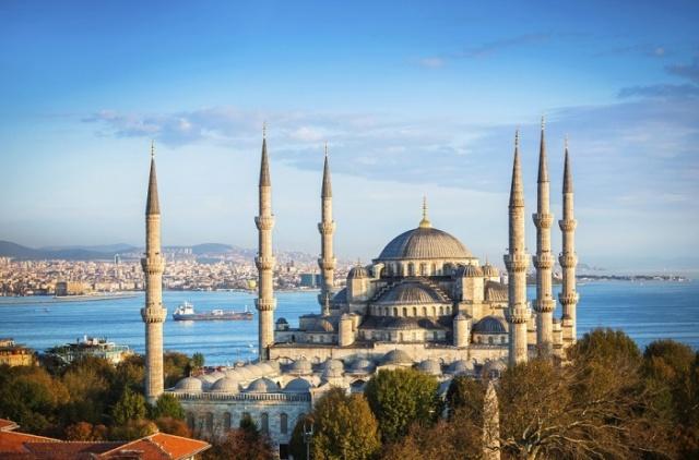 Müslüman memleketlerden de Avrupa'dan da şehirler gezmiş dolaşmış biri olarak katiyetle söyleyebilirim ki İstanbul'un ab u havası başka bir yere parçasına rastlanabilecek kadar da nasip edilmemiştir.