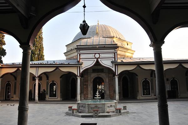 Emir Sultan Türbesi  Buhara doğumlu Emir Sultan'ın türbesi Bursa'dadır. Osmanlı Devleti'nin kuruluş dönemlerinde büyük hizmetlerde bulunan Emir Sultan'ın II. Murat'ın İstanbul kuşatmasına da katıldığı söylenmektedir. Emir Sultan kendi adına inşa edilmiş camiin haziresinde medfundur.