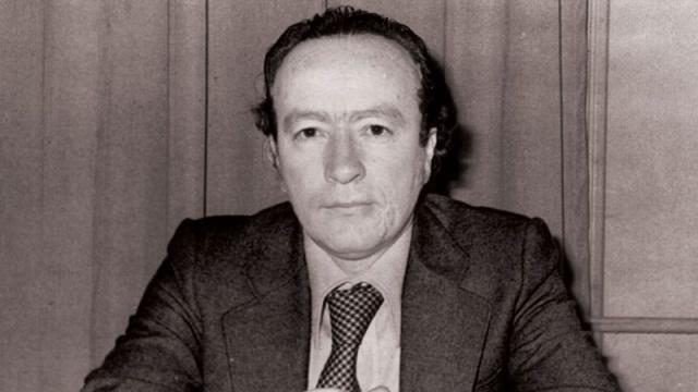 Bugün Türk sosyal bilim camiasının büyük ismi Erol Güngör'ün vefatının 38. Yıldönümünü idrak ediyoruz. Sakarya Üniversitesi'nin konuya dair yayınlamış olduğu tweet dizisini önemine binaen alıntılıyoruz.  Dilerseniz bu büyük düşünürümüze biraz daha yakından bakalım.