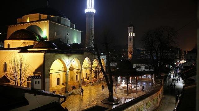 16. yüzyılın ilk yarısında 20 yıl boyunca Osmanlı'nın Bosna'daki sancak beyliğini yapan Gazi Hüsrev Bey, Saraybosna'nın şehirleşmesinde en önemli katkıyı sağladı.