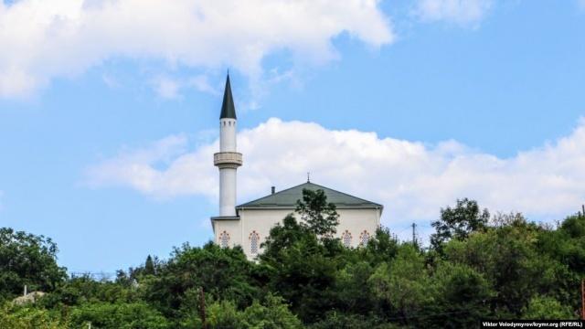 Murat Ülker'in dedesi Hacı İslam Efendi, bu camide imam ve hatiplik yaptı. Ayrıca bölgedeki Müslüman çocuklarına öğretmenlik hizmeti verdi.