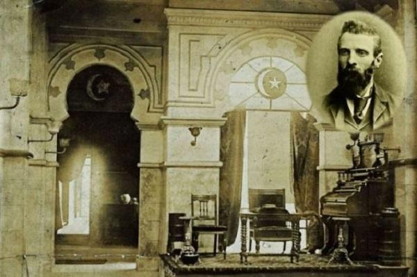 Quilliam, Malezya ve Hindistan Müslümanlarının desteğiyle de 1893'te aylık olarak Islamic World (İslam Dünyası) dergisini de yayınlamaya başladı.