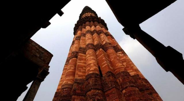 Hindistan Yeni Delhi'nin en yüksek anıtı olarak bilinen Kutub Minar ilk dönem Hint-İslam mimarisi eserleri arasında yer alıyor.