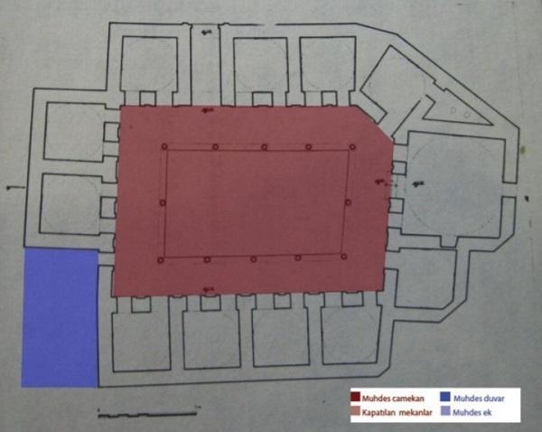 4)Kızlarağası Medresesi-1582 (Mimar Sinan)  11 hücre ve bir başodadan oluşmaktadır. Kubbeli ve dikdörtgen planlı olan medrese başodası girişin solunda kalmaktadır. Kot farklarından dolayı başodaya birkaç basamakla çıkılmaktadır. Arazinin dar olması sebebiyle hücreler çok dardır.