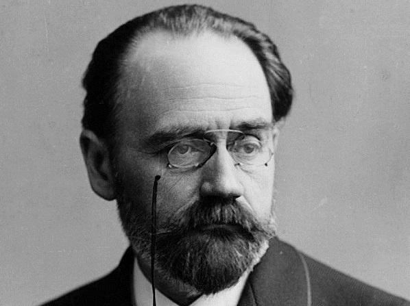 1858'de Yahudi bir din adamının oğlu olarak dünyaya gelen Emile Durkheim, babasının vefatı ile rabbilikten farklı bir yola girer.