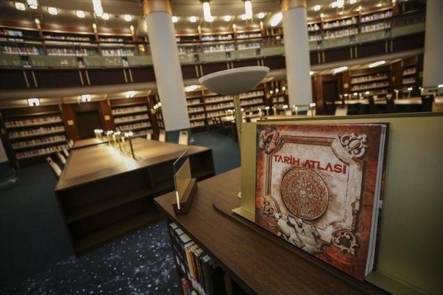Cumhurbaşkanlığı Külliyesi'nde, Selçuklu, Osmanlı ve çağdaş mimariden esintiler taşıyan, 7 gün 24 saat hizmet verecek Cumhurbaşkanlığı Millet Kütüphanesi'nin resmi açılışı perşembe günü gerçekleştirilecek.