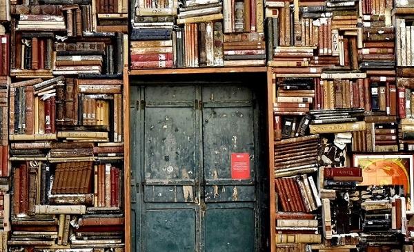 Bazı yayınevlerinin ilk kitaplarını sorduk. Alfabetik sıraya göre yayınevi, kitap ve yazar isimleriyle çıkış tarihlerini birlikte verdiğimiz liste şöyle:
