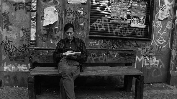 """Kore asıllı Alman filozof Byung-Chul Han, İnsan Yayınları tarafından Türkçeye çevrilen """"Güzeli Kurtarmak"""" kitabında felsefe ve sanatın temel konularından biri olan güzellik kavramının 21. yüzyıldaki değişimini masaya yatırıyor. """"Güzeli Kurtarmak"""", yazarın estetiğe ve sanata dair eleştirel ve derinlikli değerlendirmelerinden oluşan önemli bir kitap."""
