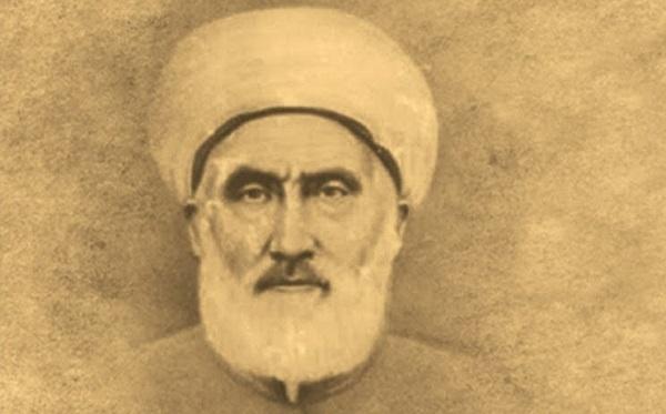 Son asırda yetişen, zahir ve batın ilimlerinde kamil ve dört mezhebin fıkıh bilgilerinde mahir, büyük alim ve ruh bilgilerinin mütehassısı büyük veli. Allahü tealanın emir ve yasaklarını insanlara anlatan ve kendilerine Silsile-i aliyye adı verilen büyük alimlerin otuz dördüncüsüdür. 1865 (H. 1281) yılında Van'ın Başkale ilçesinde doğdu. Babası Seyyid Mustafa Efendi'dir.