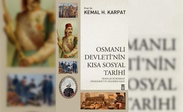 """Kemal Karpat, ülkemizde sosyal tarih denilince ilk akla gelen isimlerden. Bu yıl 20 Şubat'ta aramızdan ayrılsa da hocanın bereketli ömrünün meyvelerini almaya devam ediyoruz. Zira vefatından önce hazırlamış olduğu kitap Timaş Yayınlarından """"Osmanlı Devleti'nin Kısa Sosyal Tarihi"""" adıyla çıktı."""