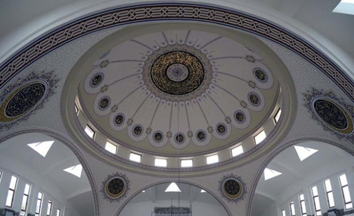 Hat sanatıyla dünyanın dört bir yanındaki camileri süslüyor