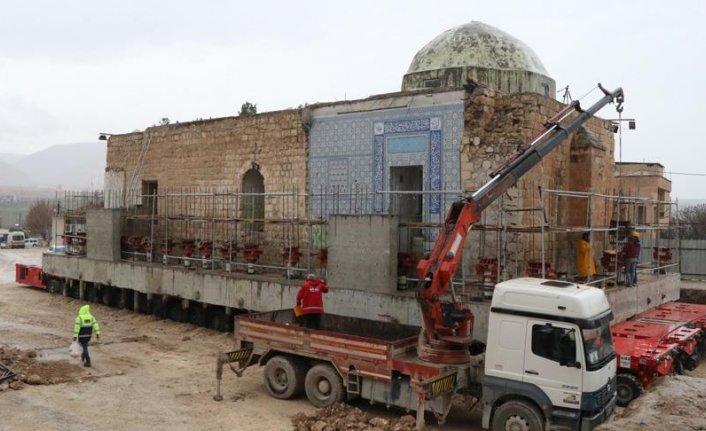 Eyyubi Camii'nin 2 bin 650 tonluk son bölümü taşınıyor
