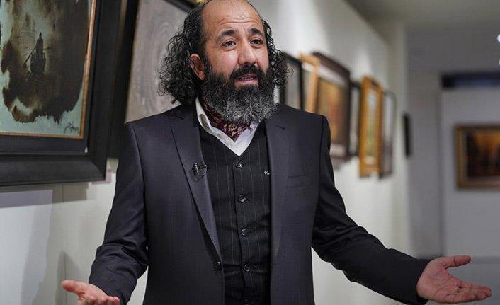 'Sanatçı imam' vermek istediği mesajları tuvale yansıtıyor