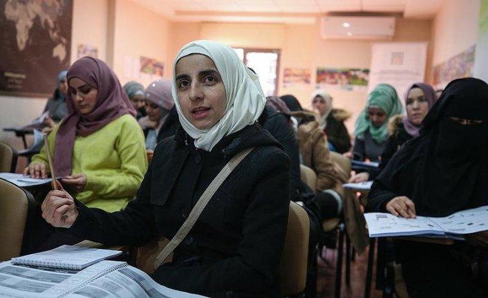 Suriyeli kadınlar KADEM'de hayata hazırlanıyor