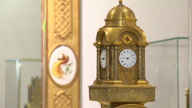 Yüzlerce yıllık nadide saatleri restore ediyor