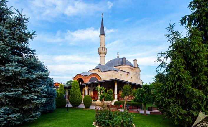 Bir 'cennet bahçesi' gibi Darül Hadis Camii