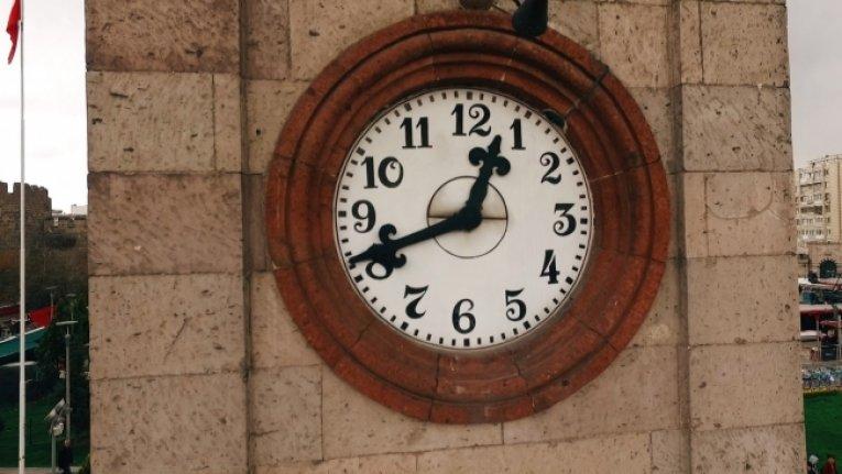 Kayseri'deki tarihi saat kulesi 113 yıldır zamana meydan okuyor