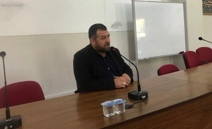 """İsmail Kılıçarslan Bursa'da """"Sosyolojik Daralma"""" kavramı üzerinde durdu"""