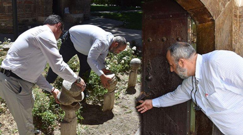 600 yıllık külliyedeki mezarlar tahrip edildi