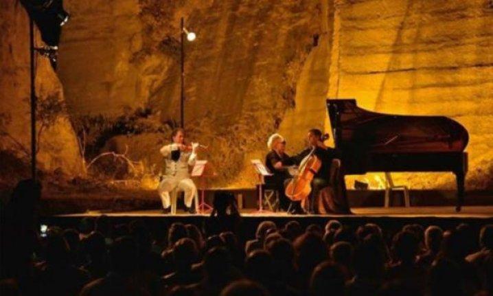 Gümüşlük'te klasik müzik keyfi sürüyor