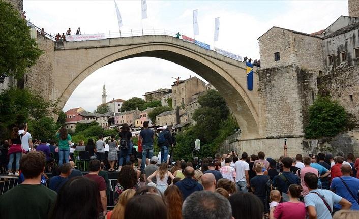 Mostar Köprüsü'nden atladılar (453 yıllık gelenek)