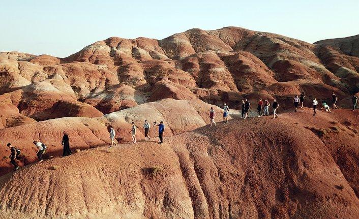 'Gökkuşağı Tepeleri' yabancı turistlerden ilgi görüyor