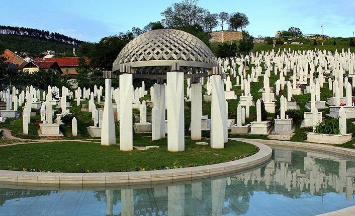 Aliya'nın mezarı adeta hayatının bir özeti