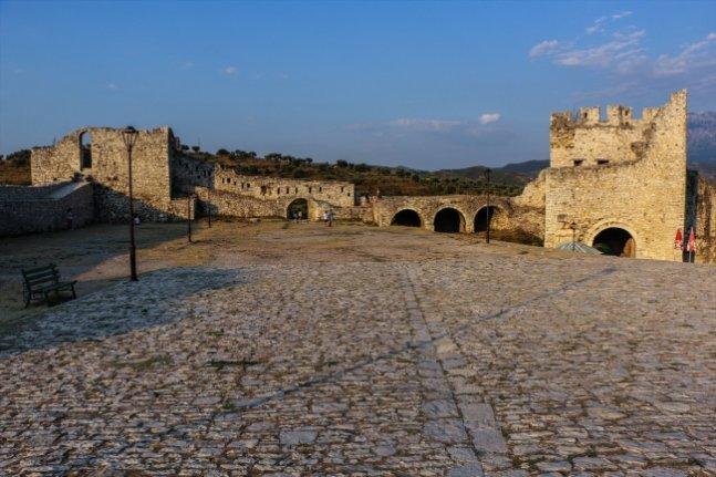 Arnavutluk'ta farklı medeniyetlerin iz bıraktığı yer: Berat Kalesi
