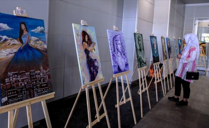 Arapça kitap fuarında 'Renkli Hatıralar' sergileniyor