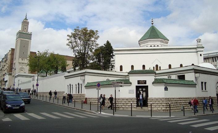 Dünyeviliğin başkentinde uhrevi bir mekân