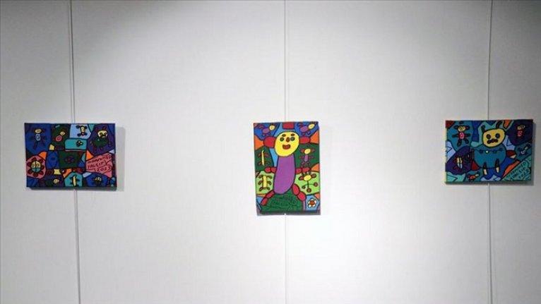 Engelli ressamın 'Umut: Duvarımdaki Renkler' sergisi açıldı