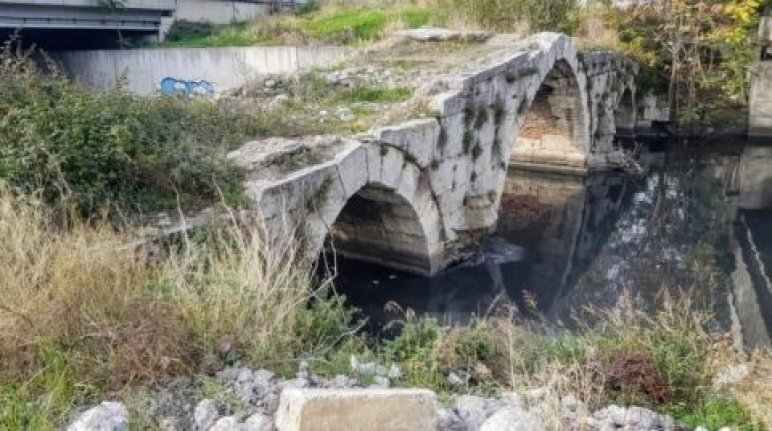 Asırlık köprüler can çekişiyor