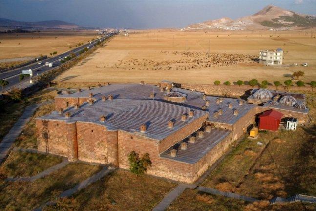 Bitlis'in İpek Yolu güzergahındaki tarihi kervansarayları