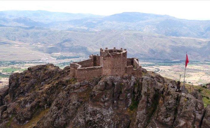 Şehir, liman ve vadilerin koruyucusu kaleler halen ayakta