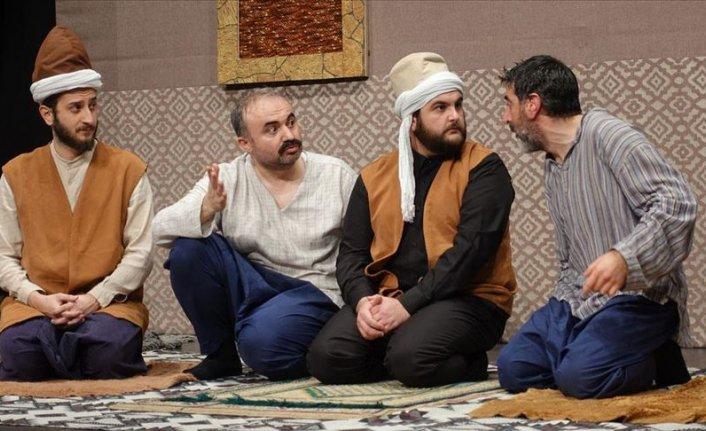 'Ziyafet Sofrası' 384. kez tiyatroseverlerle buluştu