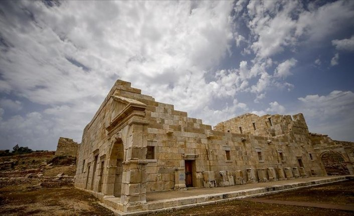 Patara'da bulunan heykeller kazı ekibini heyecanlandırdı