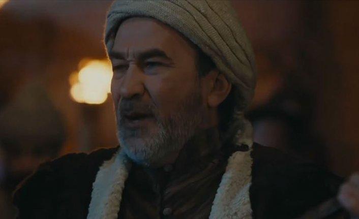 Arslanbek Sultanbekov 'Osman Bey' ile müzikseverlerin karşısına çıktı