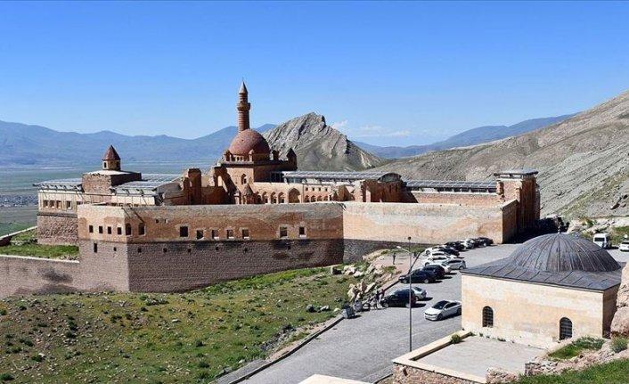Osmanlı'nın en seçkin eserlerinden İshak Paşa Sarayı ziyarete açıldı