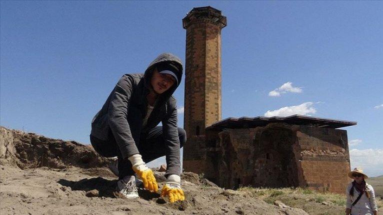 Anadolu'daki ilk Türk camisi Ebul Menuçehr'in çevresindeki kazı çalışması sürüyor