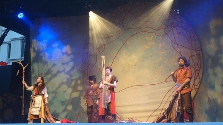 'Bir Nefes Dede Korkut' Talimhane'de tiyatroseverlerle buluştu