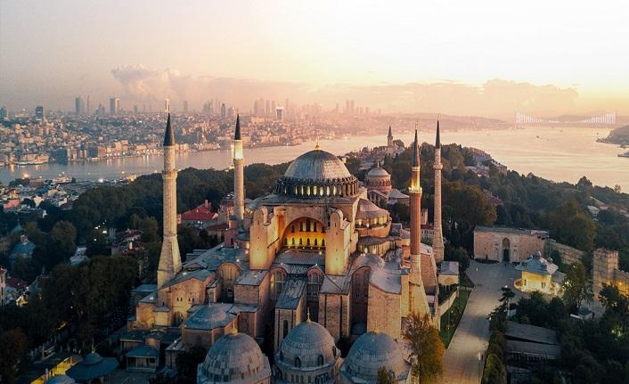 Her söz eksik, her yazı yarımdır İstanbul'a dair...