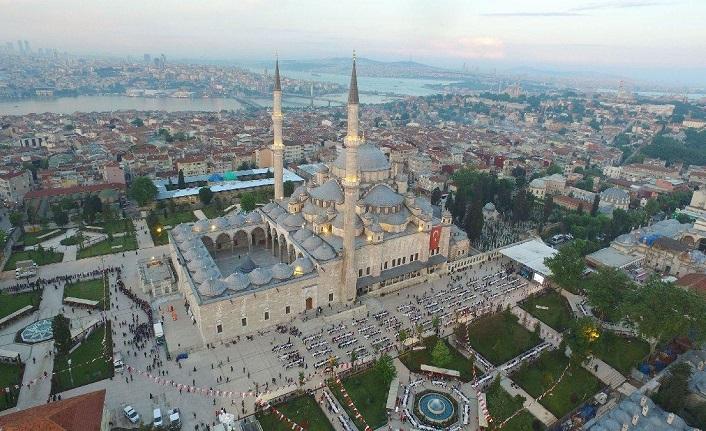 Emin Saraç Hocaefendi ile Fatih Camii çevresinde...