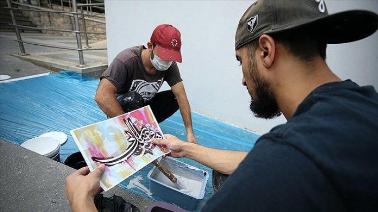 Hattat Hasan Çelebi'nin eseri grafitiyle yorumlanıyor