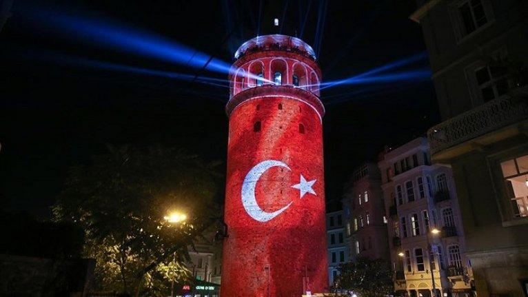 İstanbul'un simgelerinden Galata Kulesi ziyarete açıldı