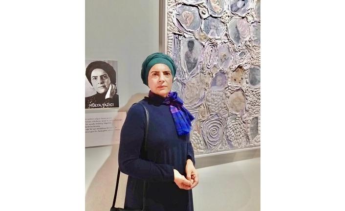Ressam Hülya Yazıcı'nın sabır ve özveriyle ördüğü sanat kozası ve Karşılaşmalar sergisi