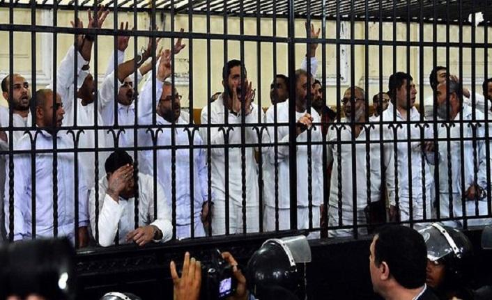 Tunus ve Mısır'da İslamcılığın iktidarla imtihanı