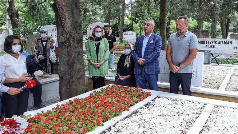 Türk sinemasının unutulmaz ismi Kemal Sunal Zincirlikuyu'daki kabri başında anıldı