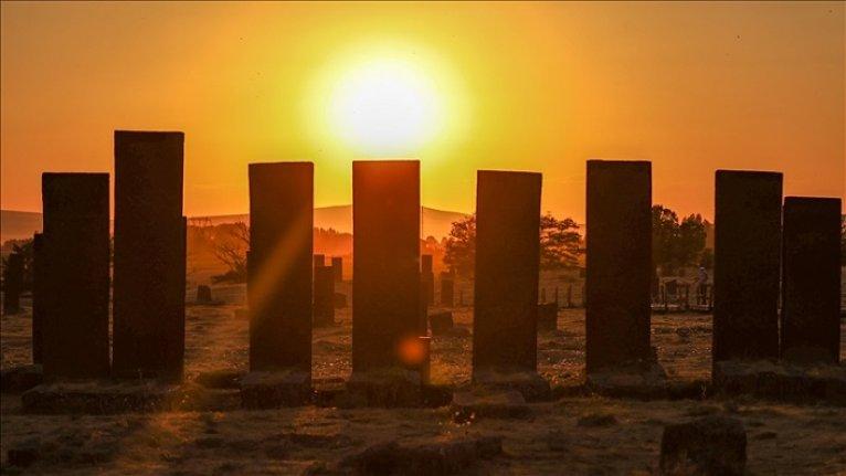 Dünyanın en büyük Türk-İslâm mezarlığını iki günde 30 bin kişi ziyaret etti