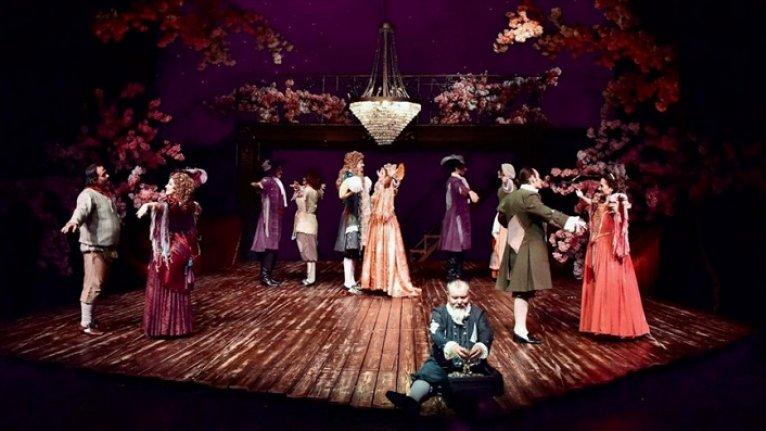 Devlet Tiyatroları sanat sezonunu 'güler yüzlü repertuvarla' karşılıyor
