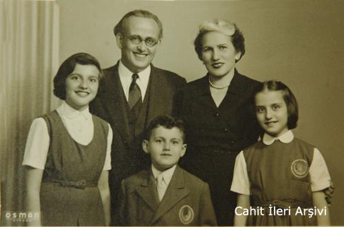 Ahmet Tevfik İleri ve ailesi